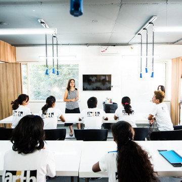 How-To-Become-A-Beauty-School-Instructor-Play-Academy (1)