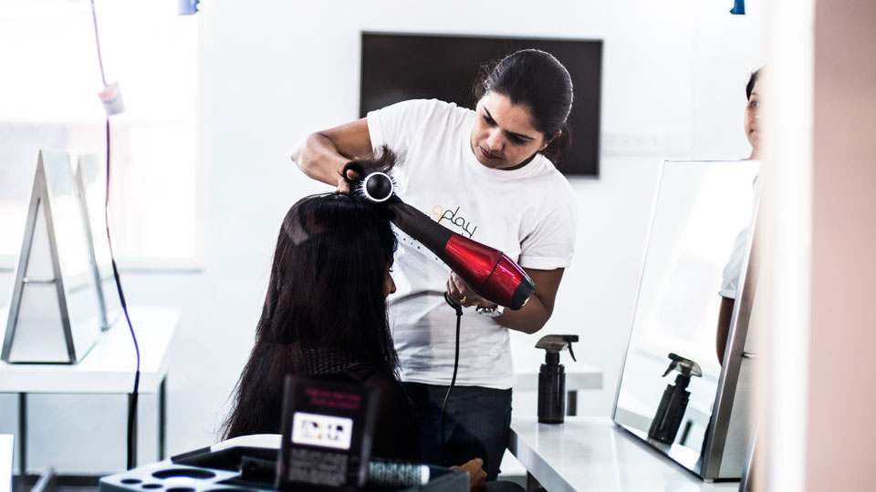 Work-of-a-hairdresser. Hairdressing careers in Bangalore