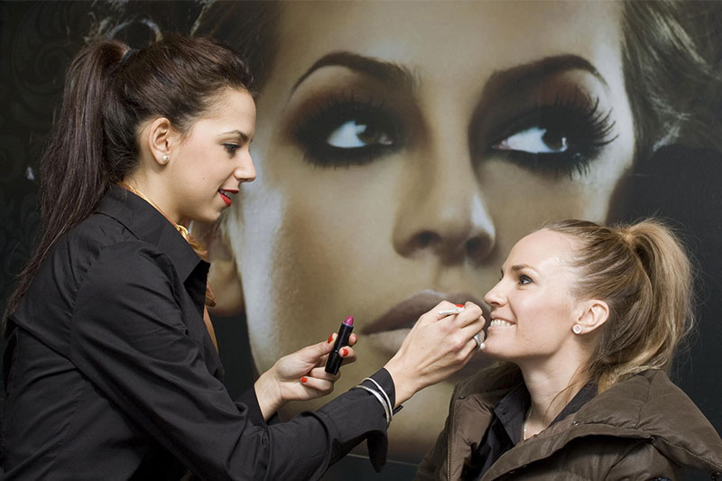 4-Qualities-a-Makeup-Artist-should-possess-Play-Academy