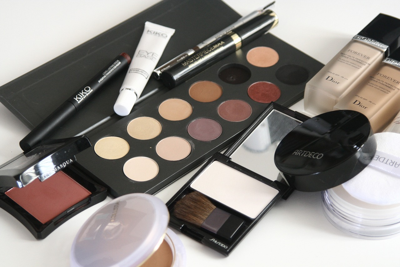Benefits-of-being-a-Makeup-Artist-Play-Academy